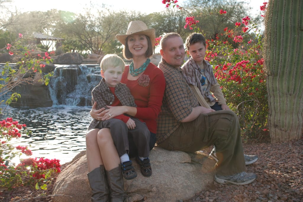 Tips for holiday family photos. From tabithadumas.com
