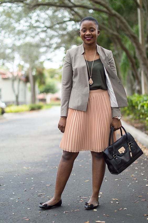 Summer office style! Dress in layers and lots of other great tips. From tabithadumas.com image consultant