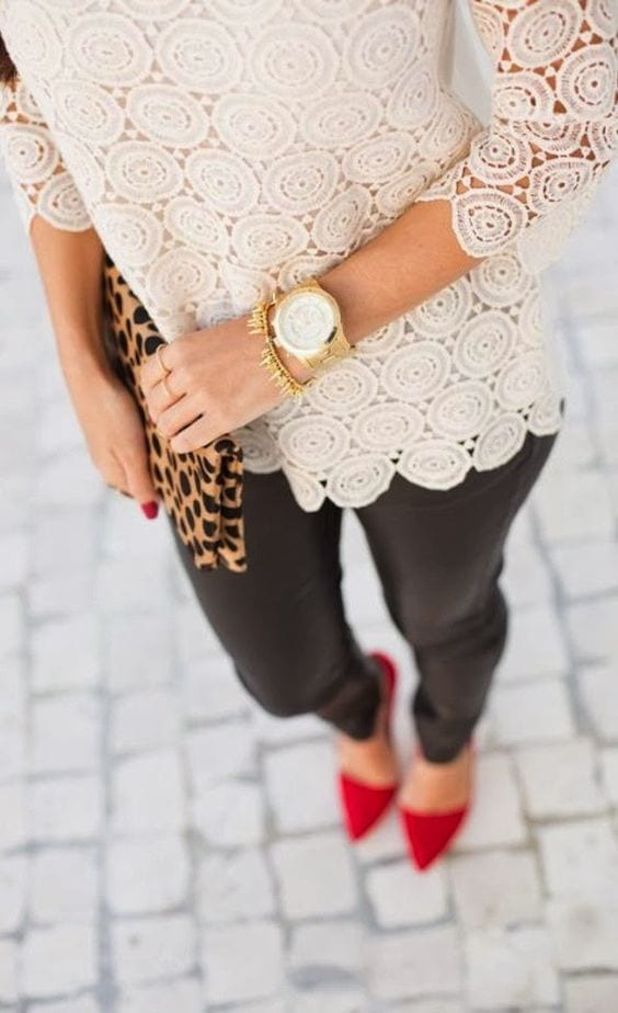 A leopard bag is a fabulous accent to any outfit + How to wear leopard print for your Dominant Color Category by tabithadumas.com