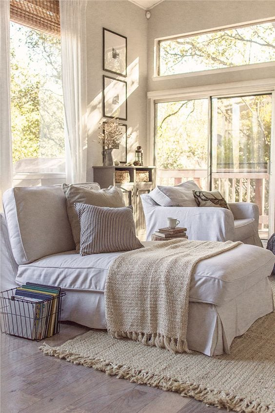 Create a reading nook with a view! -tabithadumas.com